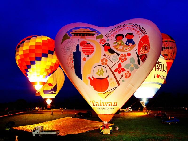 2017臺灣國際熱氣球嘉年華首場光雕音樂會熱鬧展開