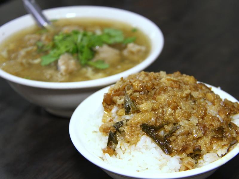 傳承手藝只為不讓飄香一甲子的台灣小吃赤肉羹滷肉飯失傳