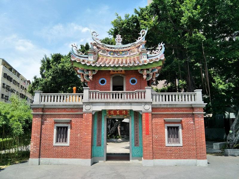 古色古香的門樓─近百年市定古蹟「積善樓」