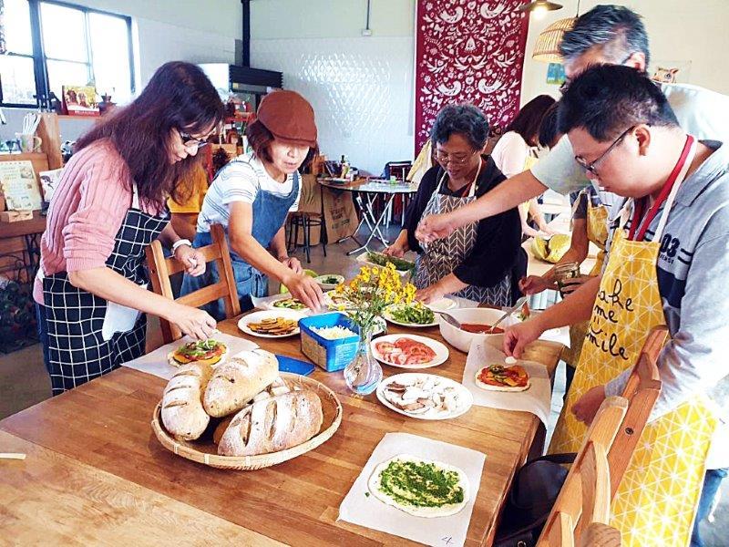 台中石岡新社食農教育心體驗撿雞蛋植物染採橘趣品嘗無毒風味餐