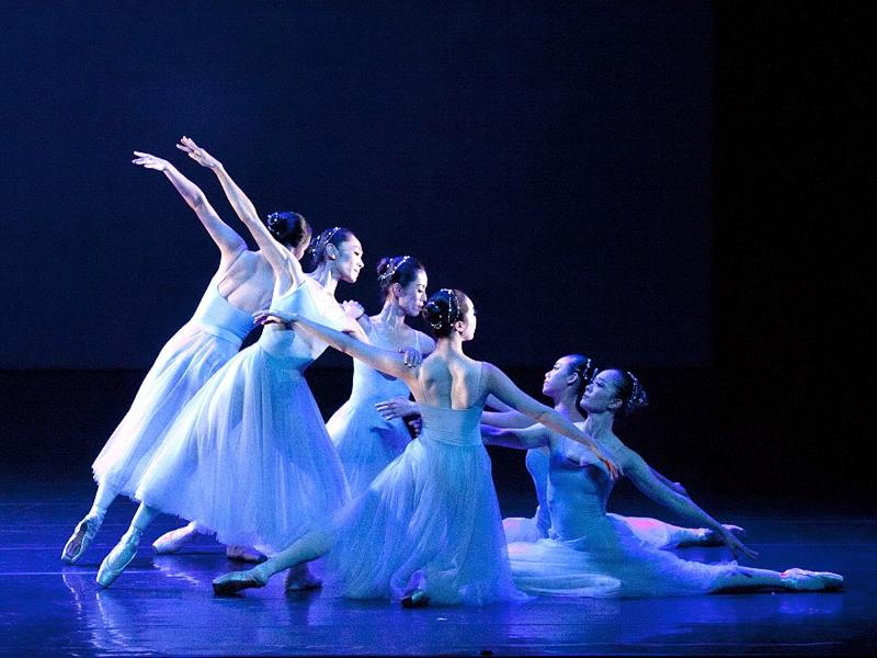 首督芭蕾舞進清華園與學生共創清華「謬思的綺想」