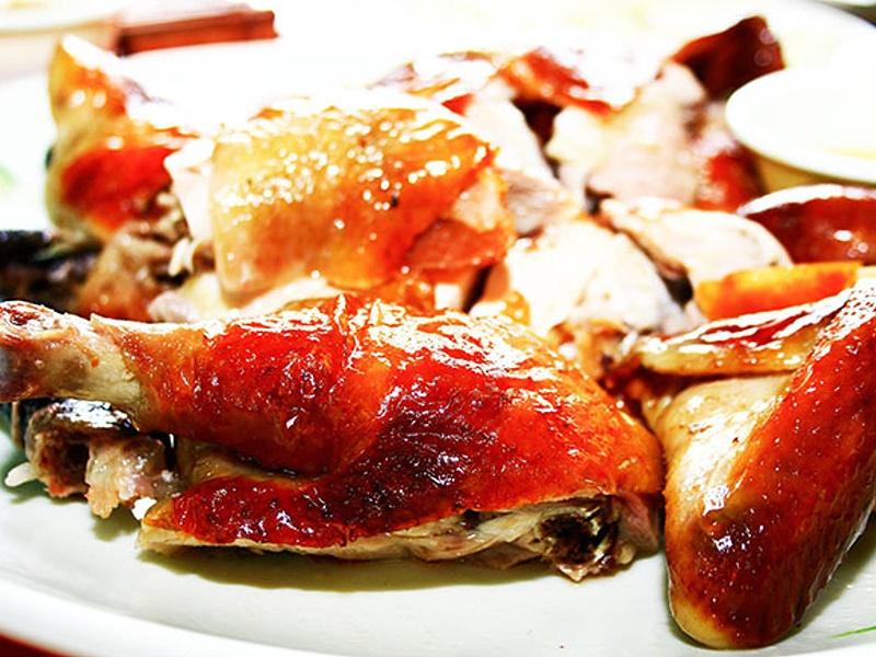 春遊南投竹山鹿谷杉林溪吃美食就是要吃陶甕龍眼木烹烤的甕缸雞...