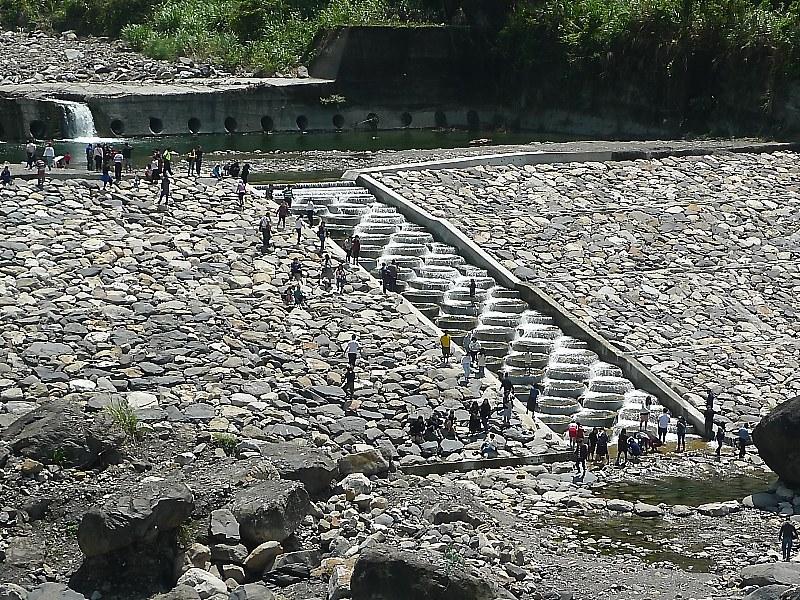台中烏石坑溪的特殊造型固床工
