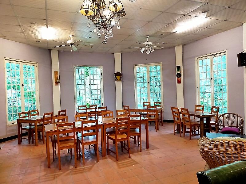 內灣油羅溪南岸的幽靜咖啡館
